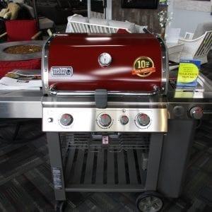 Red Weber Genesis SE330 Grill